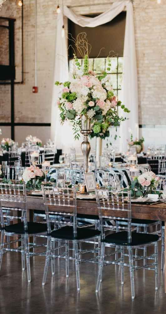 Classic and elegant wedding reception in urban and modern ...