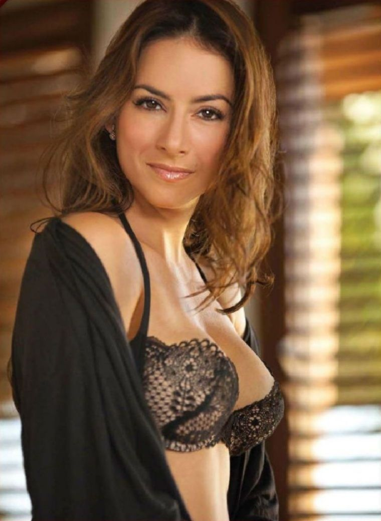 claudia lizaldi | older and wiser | pinterest | bond girls, boobs