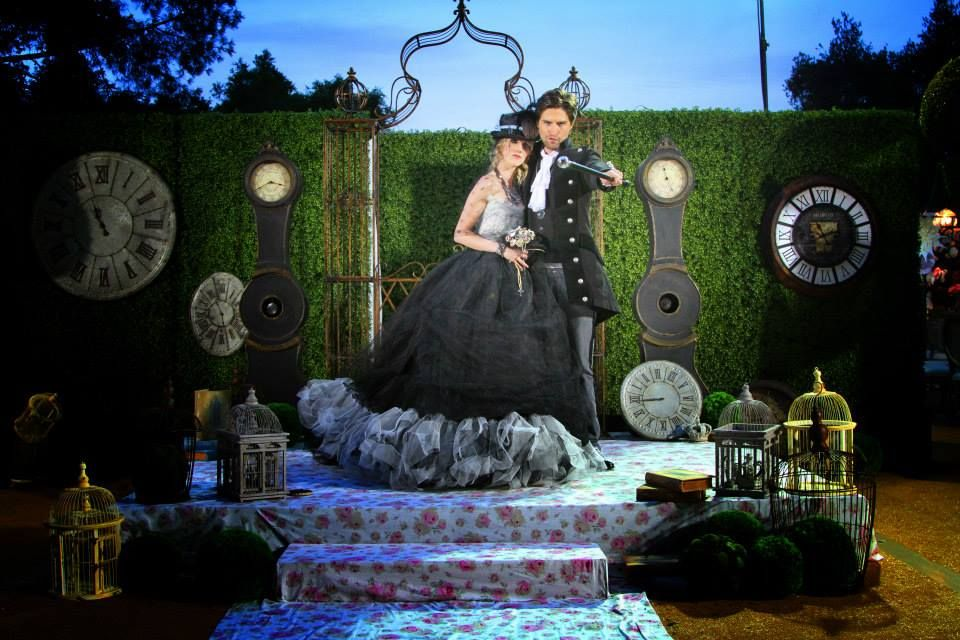 David Tutera 'Alice In Wonderland' Wedding Decorations ...   Wonderland Wedding David Tutera