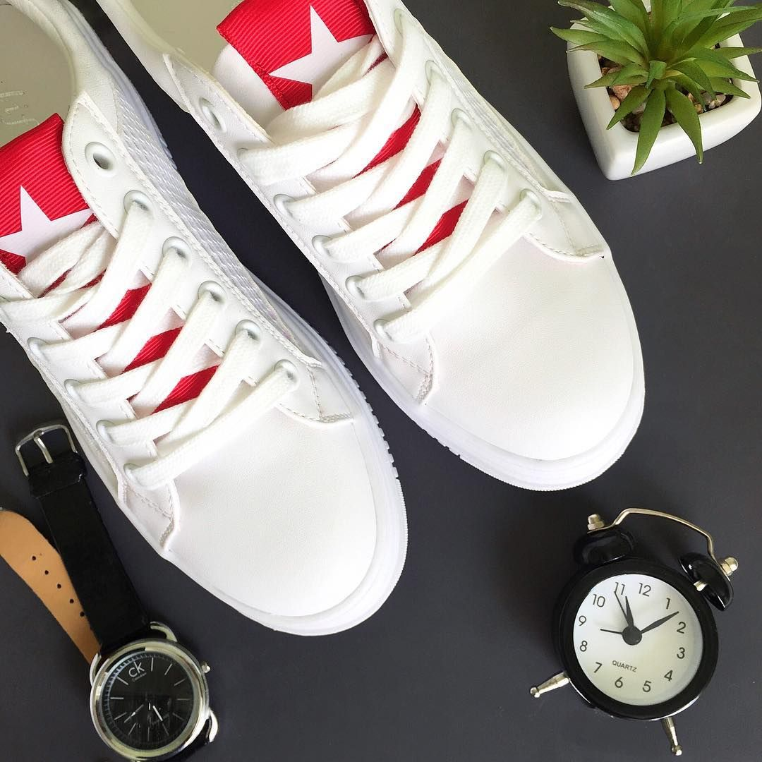 2bb1148ff Белые кроссовки пожалуй самая популярная и универсальная обувь! Такие  комфортные белые кеды на платформе точно