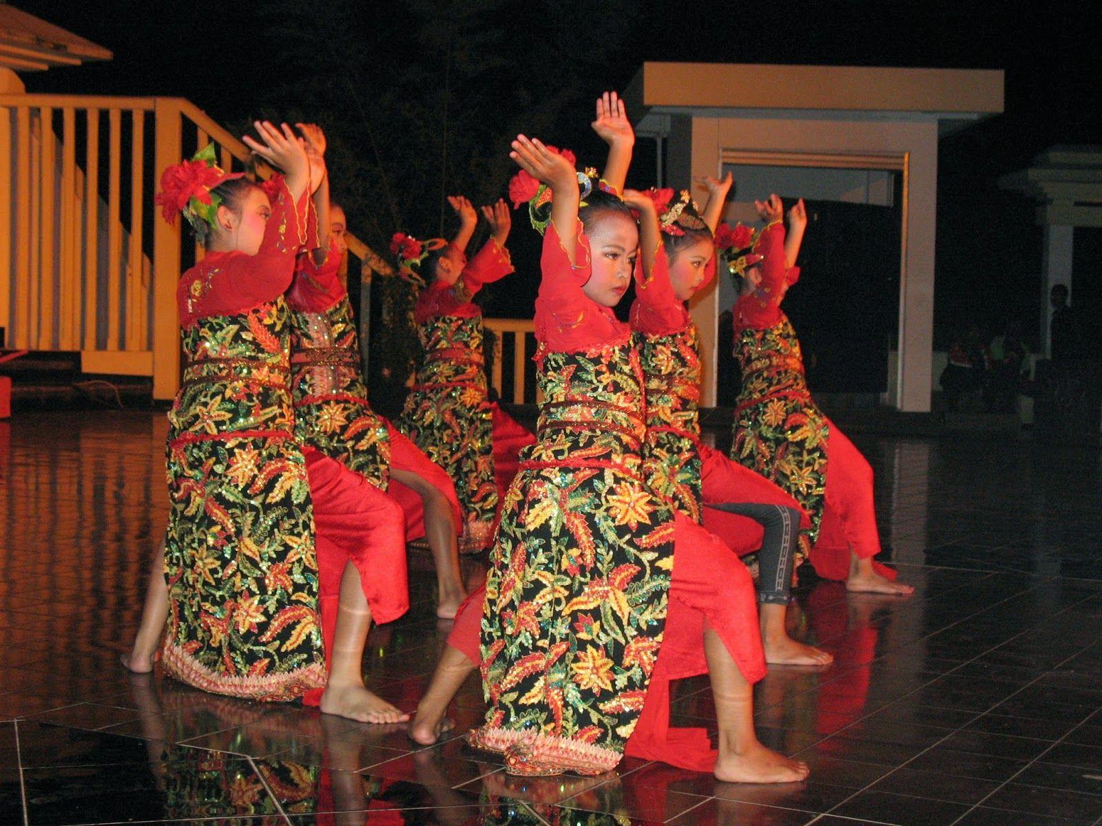 10 Tari Tradisional Dari Jawa Barat Penari Tarian Kulit