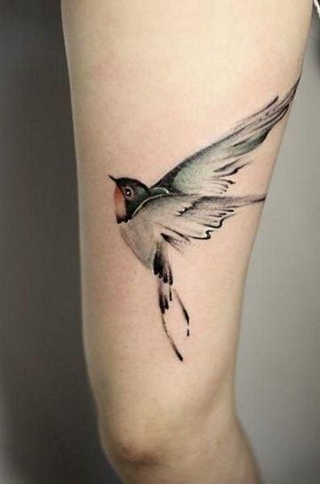 Simbolicos Y Conmemorativos Tatuajes De Golondrinas Volando