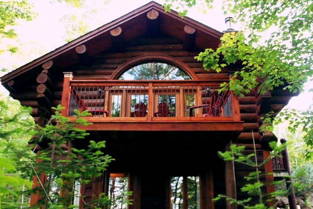 Regardez ce logement incroyable sur airbnb villa mercier chalet en bois rond