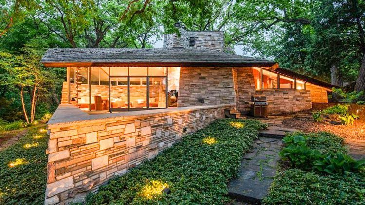 Flawless Frank Lloyd Wright Home Comes To Market In Minneapolis For 3 4m Frank Lloyd Wright Homes Frank Lloyd Wright Lloyd Wright