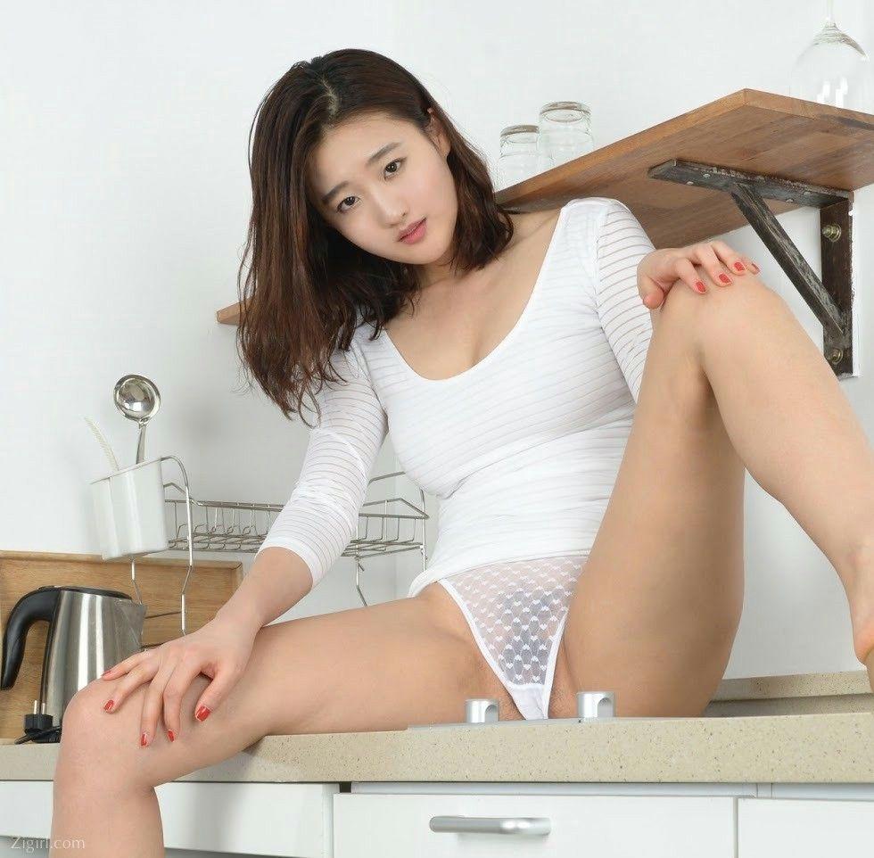 Ảnh Gái Xinh Hàn Quốc Mặc Bikini Mỏng Xuyên Thấu