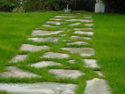 Une Allee En Pas Japonais Ou Galets Dans Votre Jardin Allees Jardin Jardins Pas Japonais