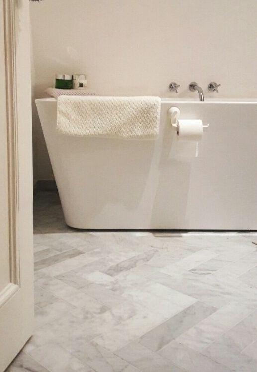 Vloertegel & wandtegel marmer Carrara wit grijs 305x73x10 mm mat ...