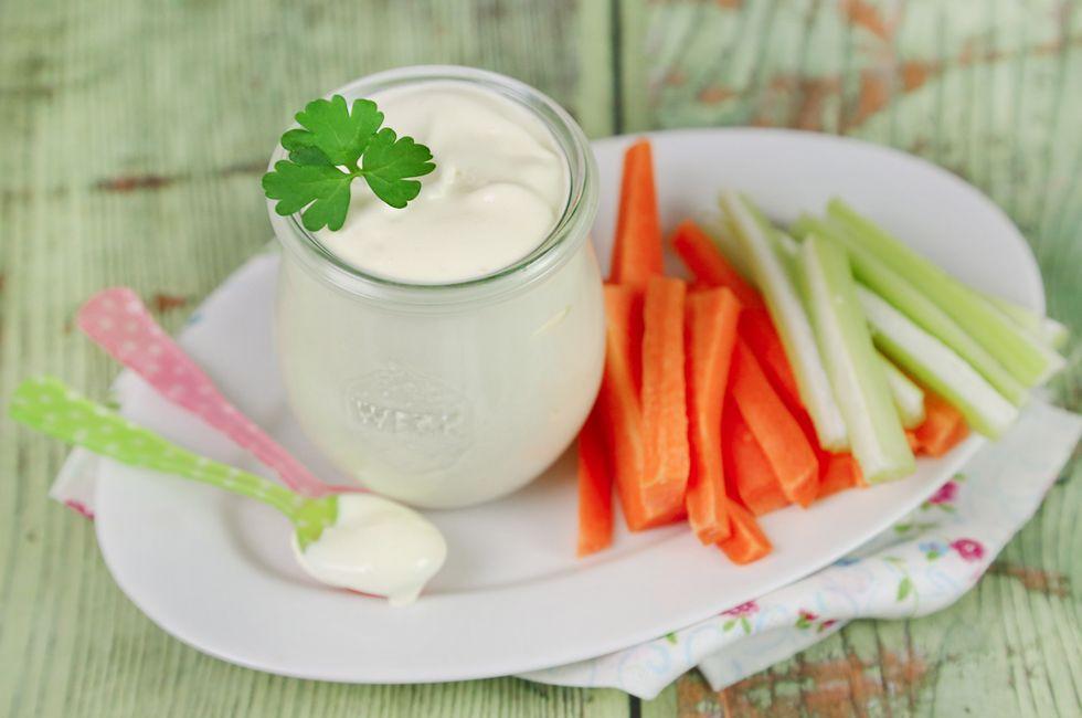 La maionese allo yogurt è una salsa perfetta per insaporire panini e tramezzini, usatela come salsa di accompagnamento per carne, pesce e uova.