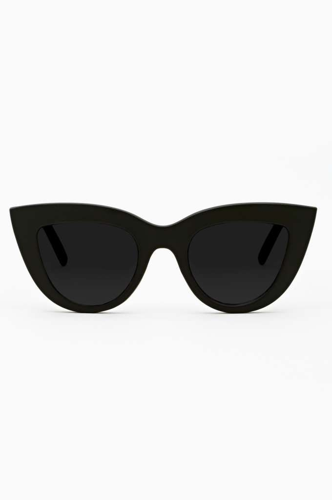oversized cat-eye, throwback from Mod 60 s fashion. (totally reminds ... b461bcd809