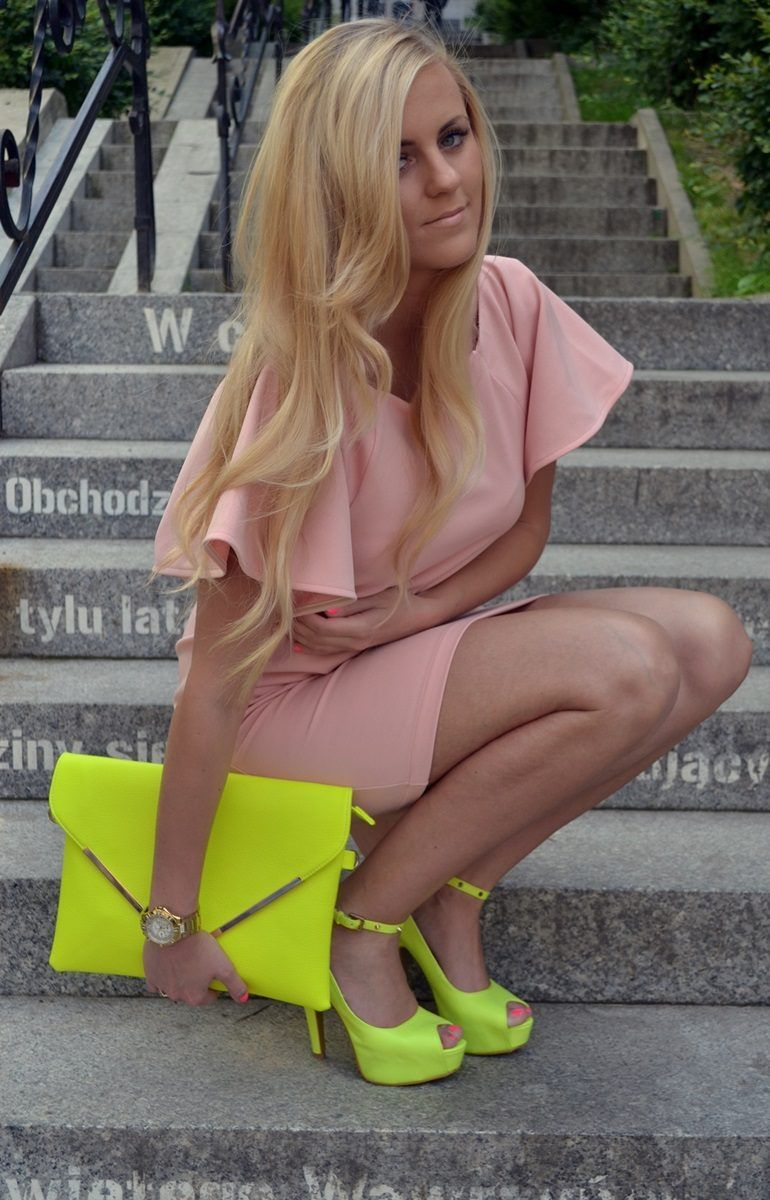 Pink Dress with Neon Shoes & Handbag http://www.studentrate.com/fashion/fashion.aspx