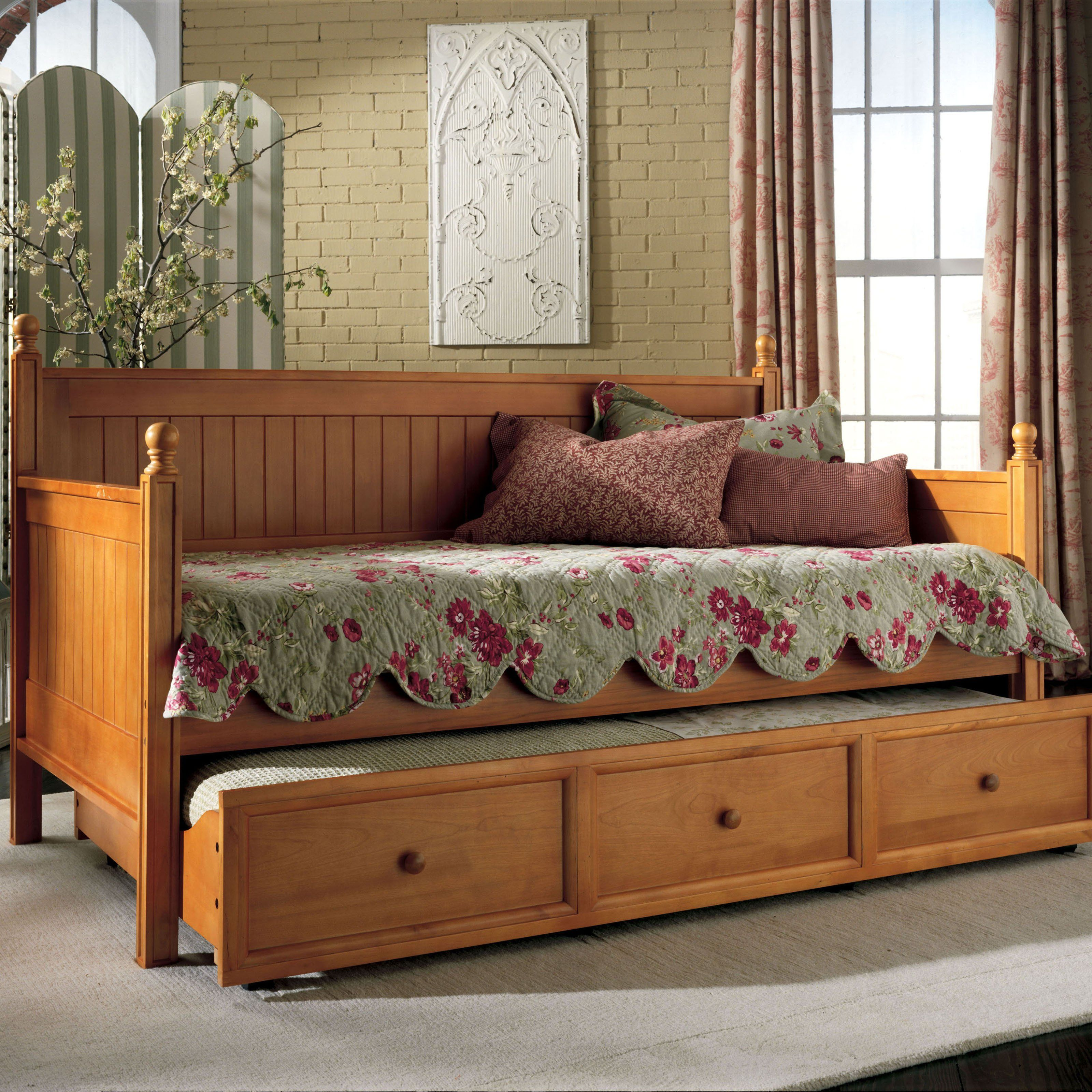 Casey Daybed Honey Maple 267.01 Bed styling, Wood