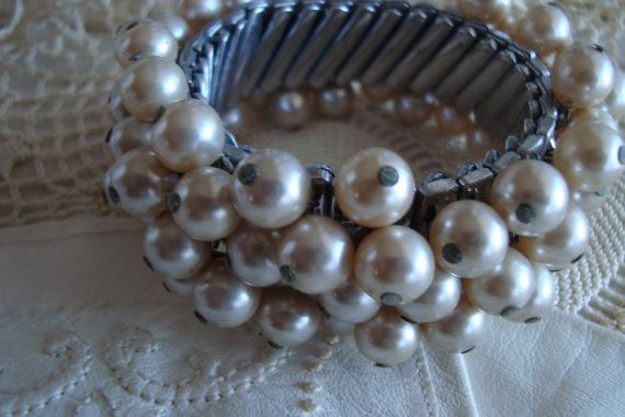 Vintage 1950's Expansion Link Faux Pearl Bracelet Strech Accordian Band w/ Multiple Layers Dangly Faux Pearls