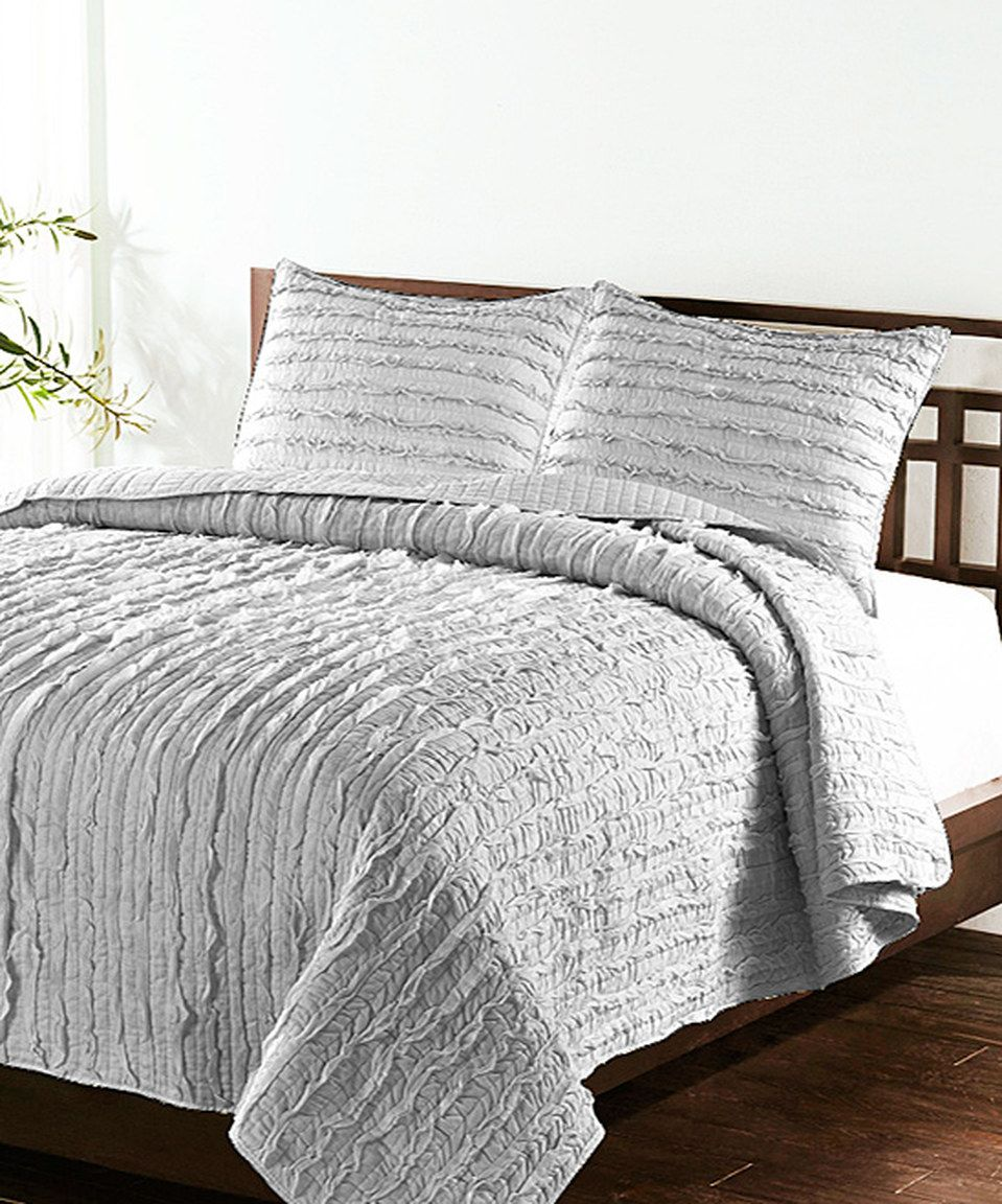 Light Gray Handcrafted Vertical Ruffle Quilt Set Ruffle