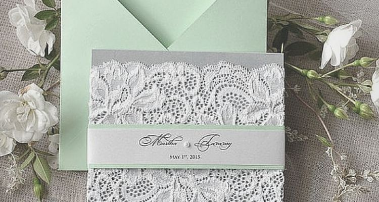Even a little lace is enough to cause a major buzz. Take a look at the latest trends to decorate your quinceanera with lace!