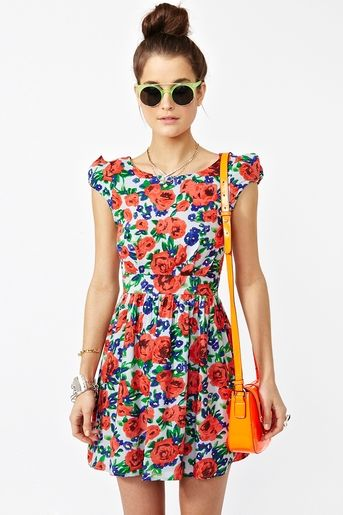 Giant red cabbage roses turn this adorable mini dress into an enviable staple for summer. Perfect accessories = lime-rimmed sunglasses and a bright orange purse. I could totally see this as a great transition to and from the beach.
