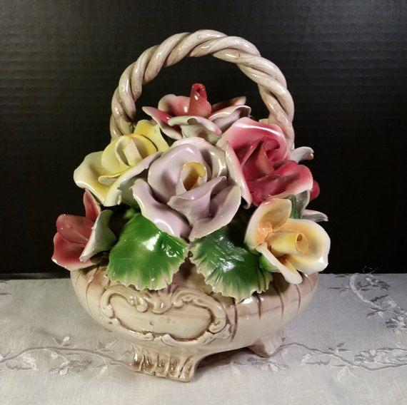 Gorgeous vintage Nuovo Capodimonte Flower Arrangement Collectable Italian Capodimonte