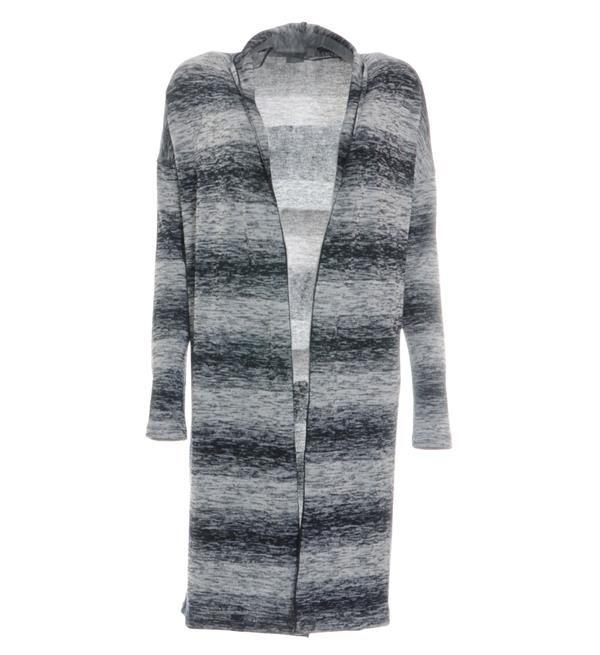 Geisha fijn gebreid lang damesvest. Dit blauw melee vest heeft een omgeslagen kraag die door loopt tot aan de onderkant. 62% polyester, 30% viscose, 8% elasthan Shop @ http://www.nummerzestien.eu/geisha-gebreide-vesten-blauw-melee_23062.html