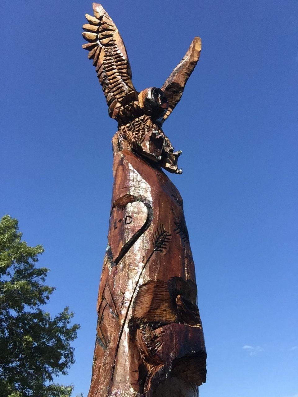 Rockwall texas on site carving chainsaw artist rob banda