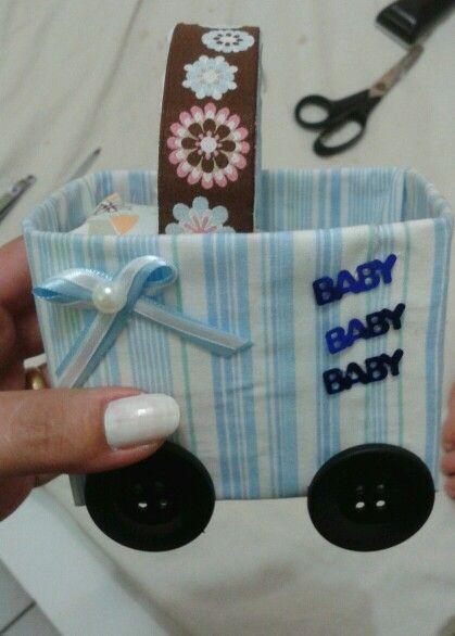 Carrinho de bebê como lembrança de chá de baby