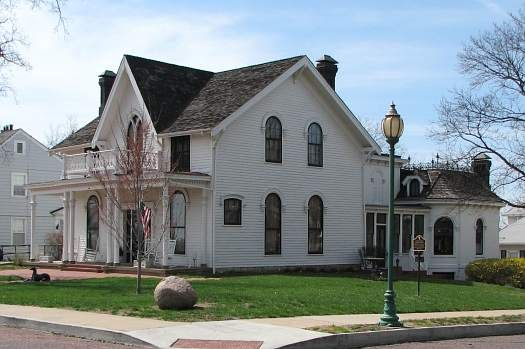 Amelia Earhart S House Historic Homes Amelia Earhart Old Houses