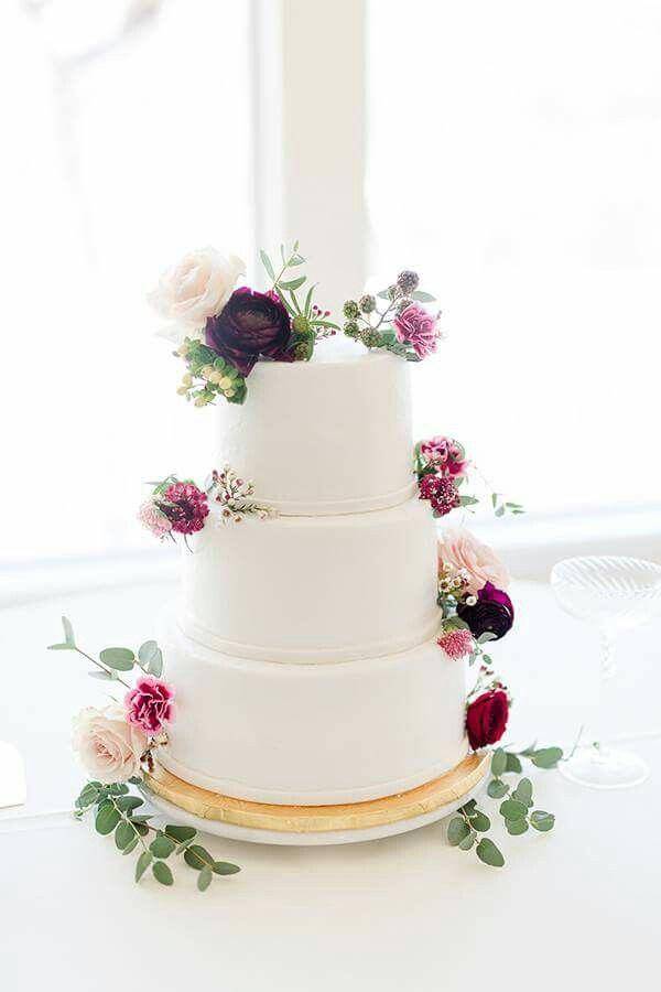 Hochzeitstorte Mit Echten Blumen Dreistockig Weiss Hochzeit