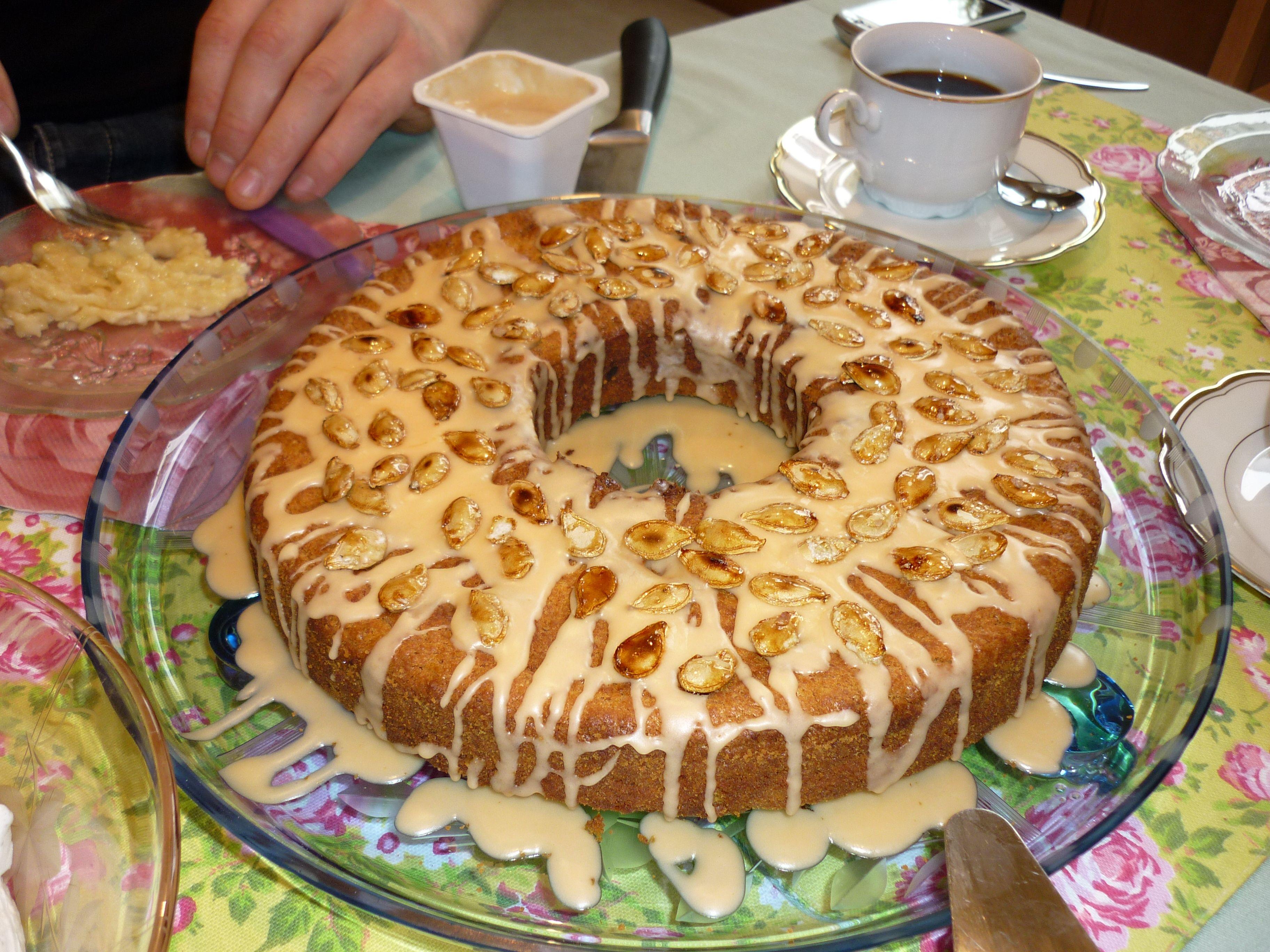 Mein erster Kürbiskuchen- aus Hokaidokürbis und von der Familie als köstlich befunden und- ALLE !