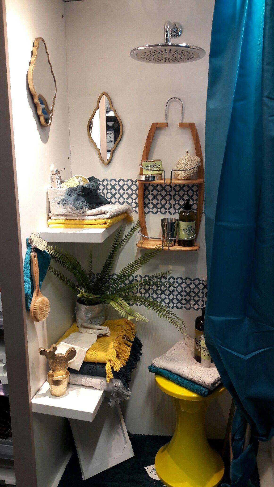 juillet 2016 salle de bains bleu jaune or
