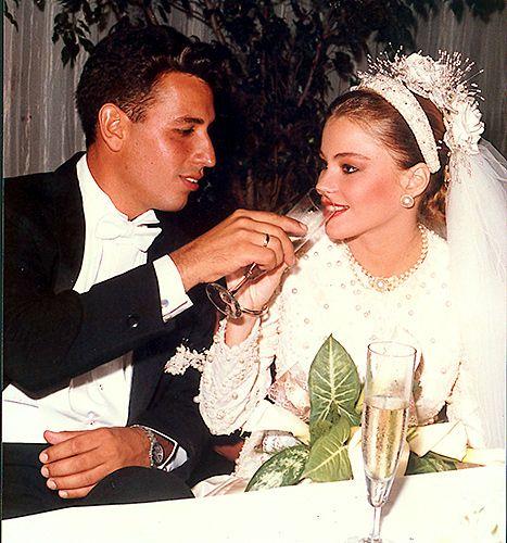 Blushing Bride See Sofia Vergara S First Wedding Pics When She Was 18 Sofia Vergara Wedding Sofia Vergara Sofia Vergara Young