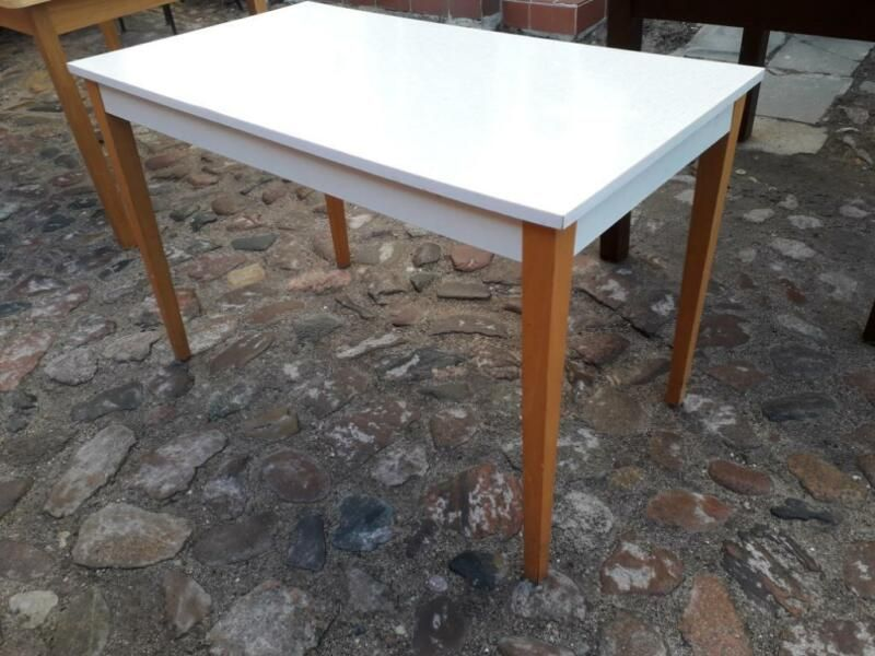 Originaler Ddr Vintage Kuchentisch Mit Echtholzbeinen Und Sprelacart Beschichteter Tischplatte Masse 1 05 M Lang 0 59 M Breit Kuche Tisch Kuchentisch Tisch
