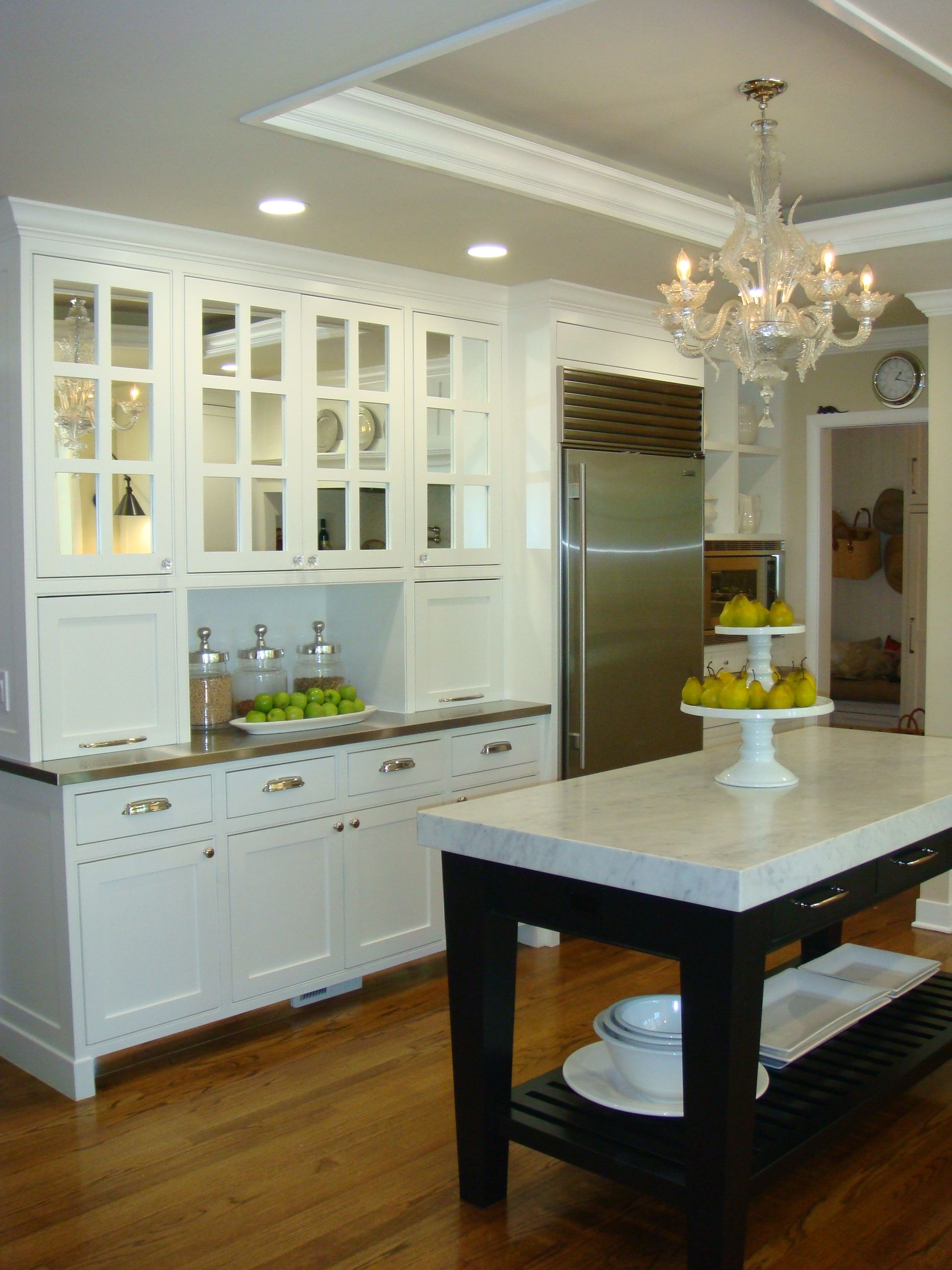 Tray ceiling carry wall color up to ceiling w bright white crown
