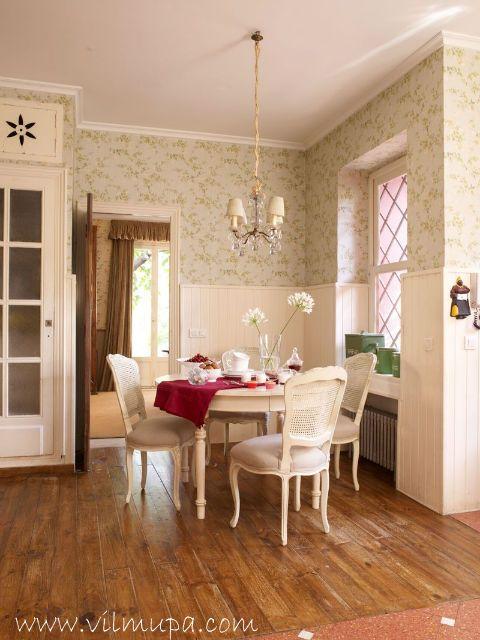 Proteger la pared con un friso de madera madera blanca for Friso madera blanco