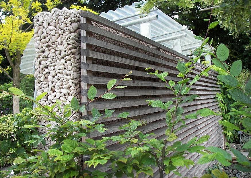 Unique Betonmauer mit Holzverkleidung