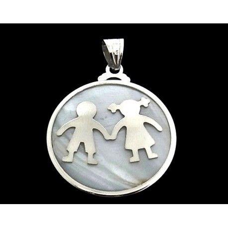Colgante de plata de primera ley con nácar, un niño y una niña de 4 cm de diámetro