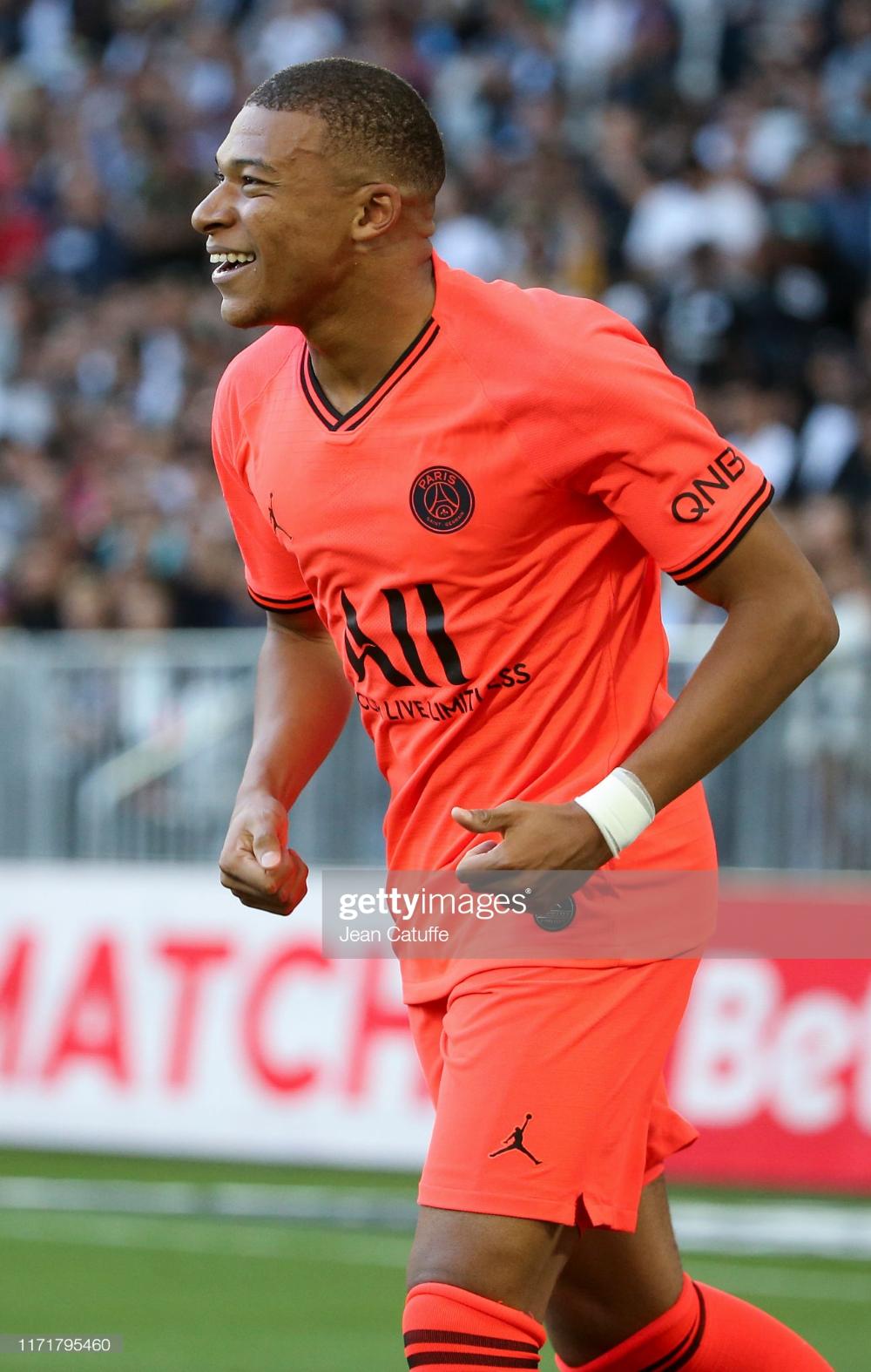 Kylian Mbappe of PSG celebrates the goal of Neymar Jr