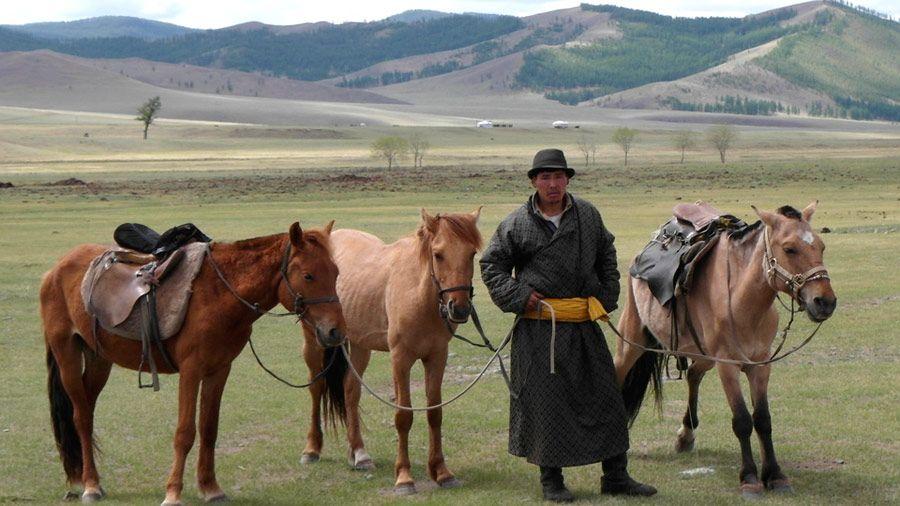 Mongolian mystinen kiertomatka: 1 yö Peking – 1 yö Ulan Bator – 2 yötä Ikh Nart – 2 yötä Khan Khentii – 2 yötä Ulan Bator – 2 yötä Peking. #kiertomatkat #matkailu #aurinkomatkat #Mongolia
