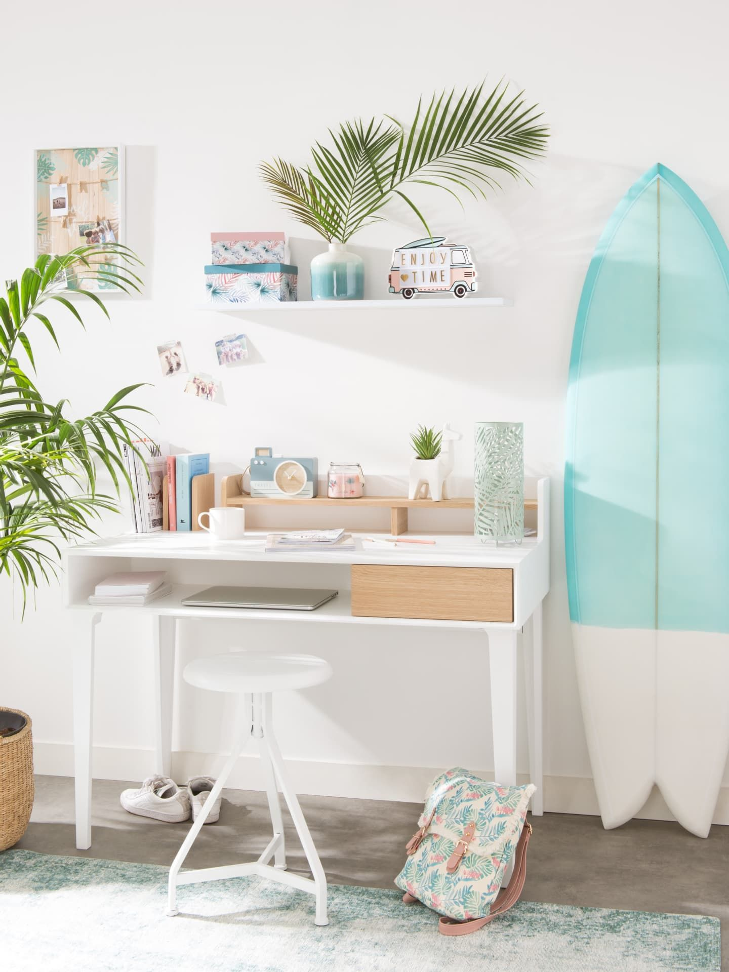 Surfer Style Home Workspace With Campervan Motifs Surfboard Decor