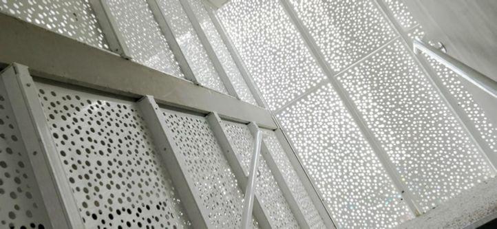 amenagement escalier metal garde corps en t le perforee pinterest amenagement escalier. Black Bedroom Furniture Sets. Home Design Ideas