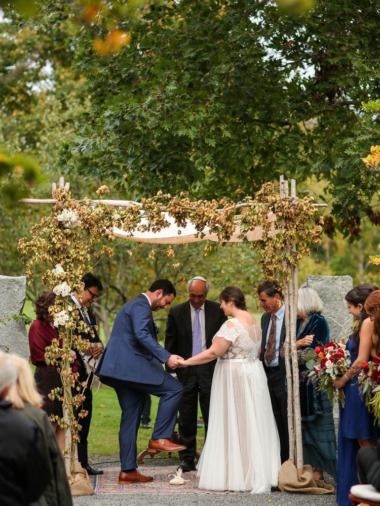 13 Jewish Wedding Traditions And Rituals You Need To Know Jewish Bride Jewish Wedding Traditions Jewish Weddings Dress