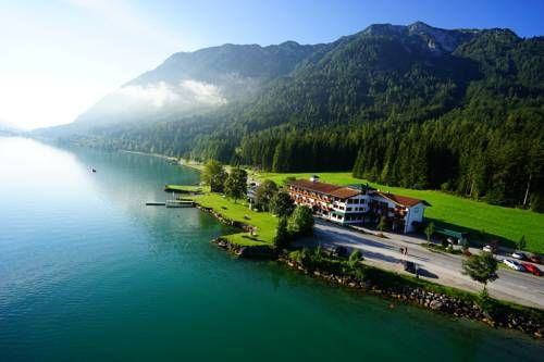 Gasthof St.Hubertus Pertisau Located at the shore of Lake Achen, Tyrol's largest lake, Gasthof St. Hubertus offers free internet access, free parking, direct access to the lake and a private lido.  Guests of the Gasthof St.
