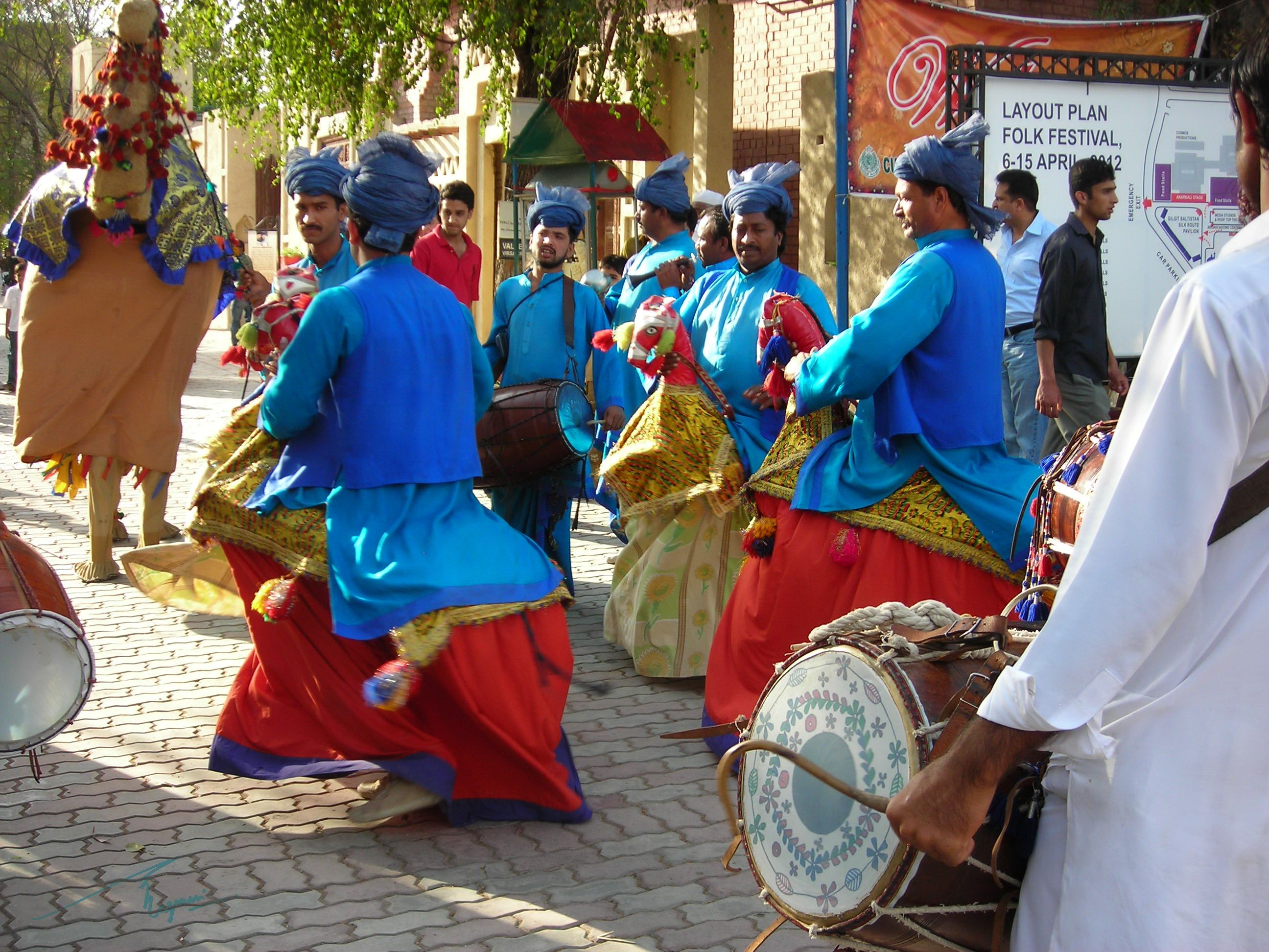 """pakistani folk dances Pakistani culture can be called as """"mixed culture"""" although the majority of people in pakistan are muslims by birth and faith,  folk dances of punjab."""