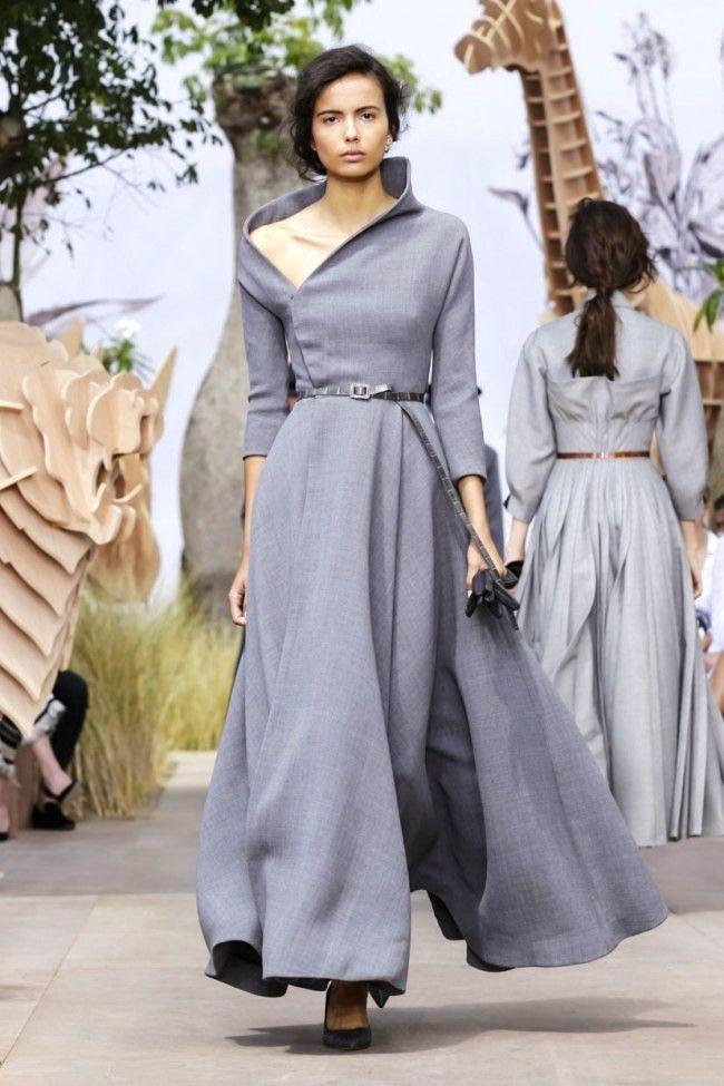 ed4449810e7e Dior hate couture autunno inverno 2017 2018 grigio