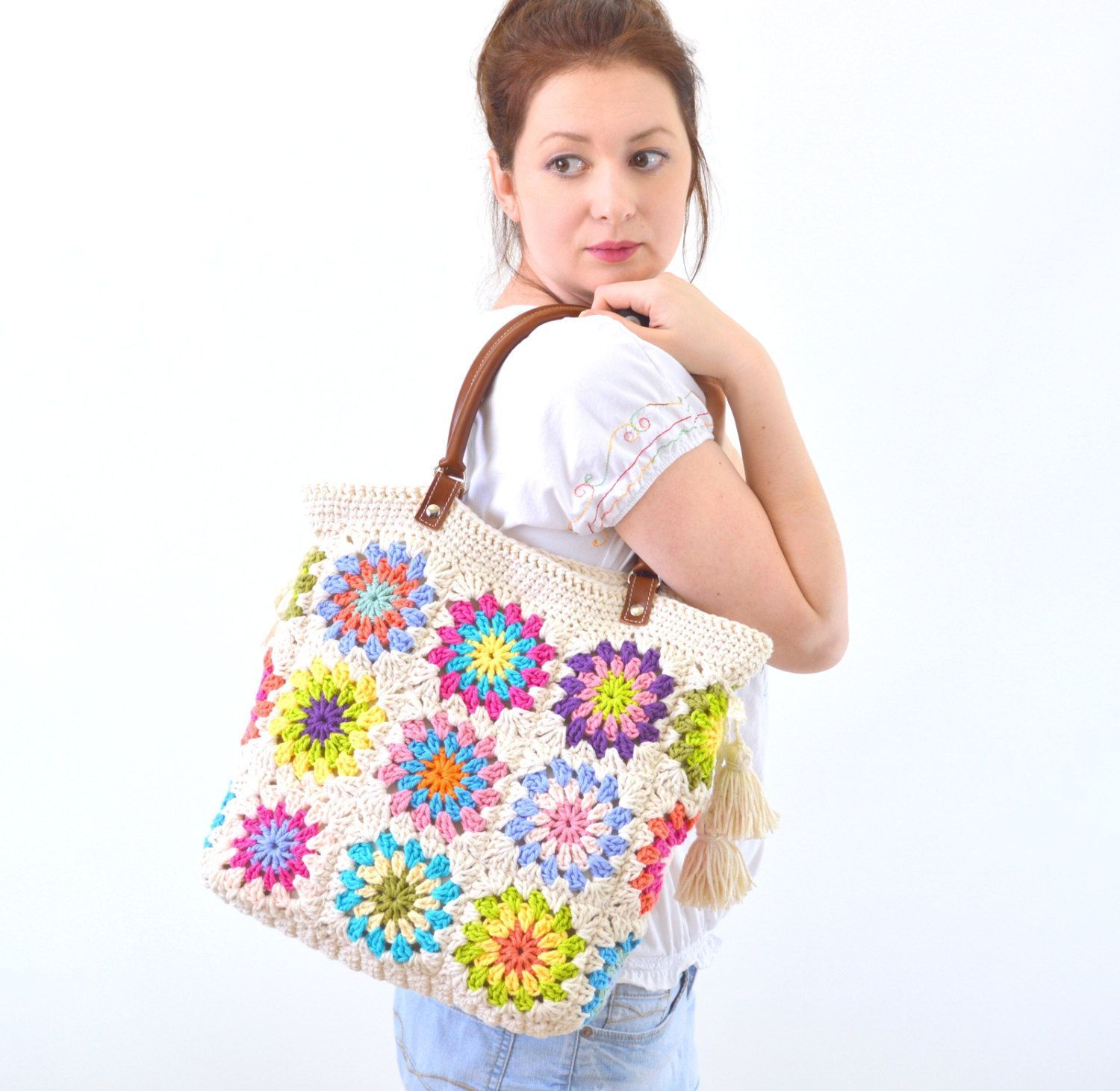 Crochet granny squares handbag with tassels and genuine leather handles Crochet Bag Tote Bag Boho Style Bag Summer Bag by Avaneska on Etsy Making a difference to the bags...