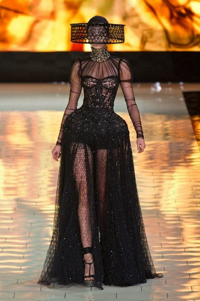 Alexander McQueen Gives Us a Show Worth Buzzing Over