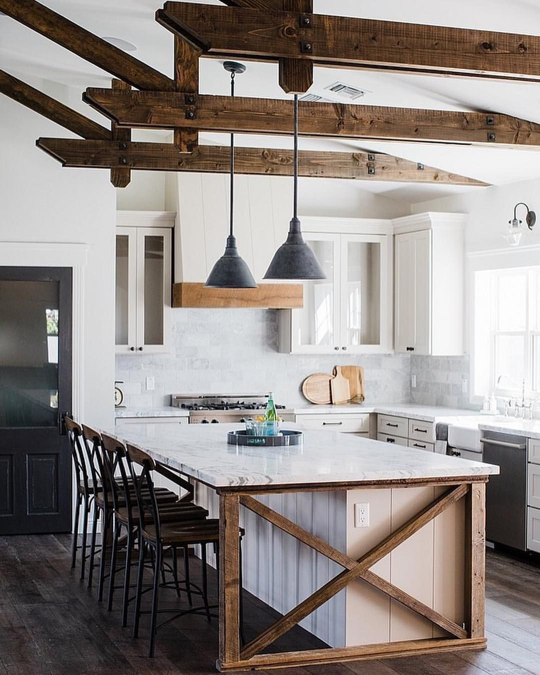 10 Remarkable Kitchen Designs Take A Look At These Ten Remarkable Modern Kitche Farmhouse Kitchen Design Modern Farmhouse Kitchens Farmhouse Kitchen Decor