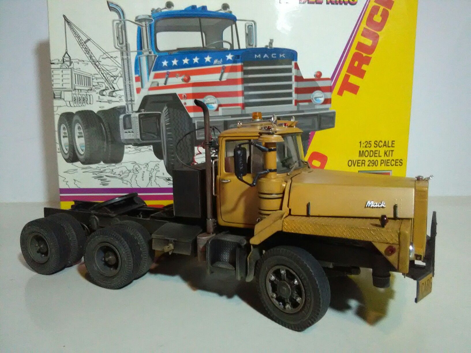 Mack DM800   Scale models truck   Model truck kits, Mack