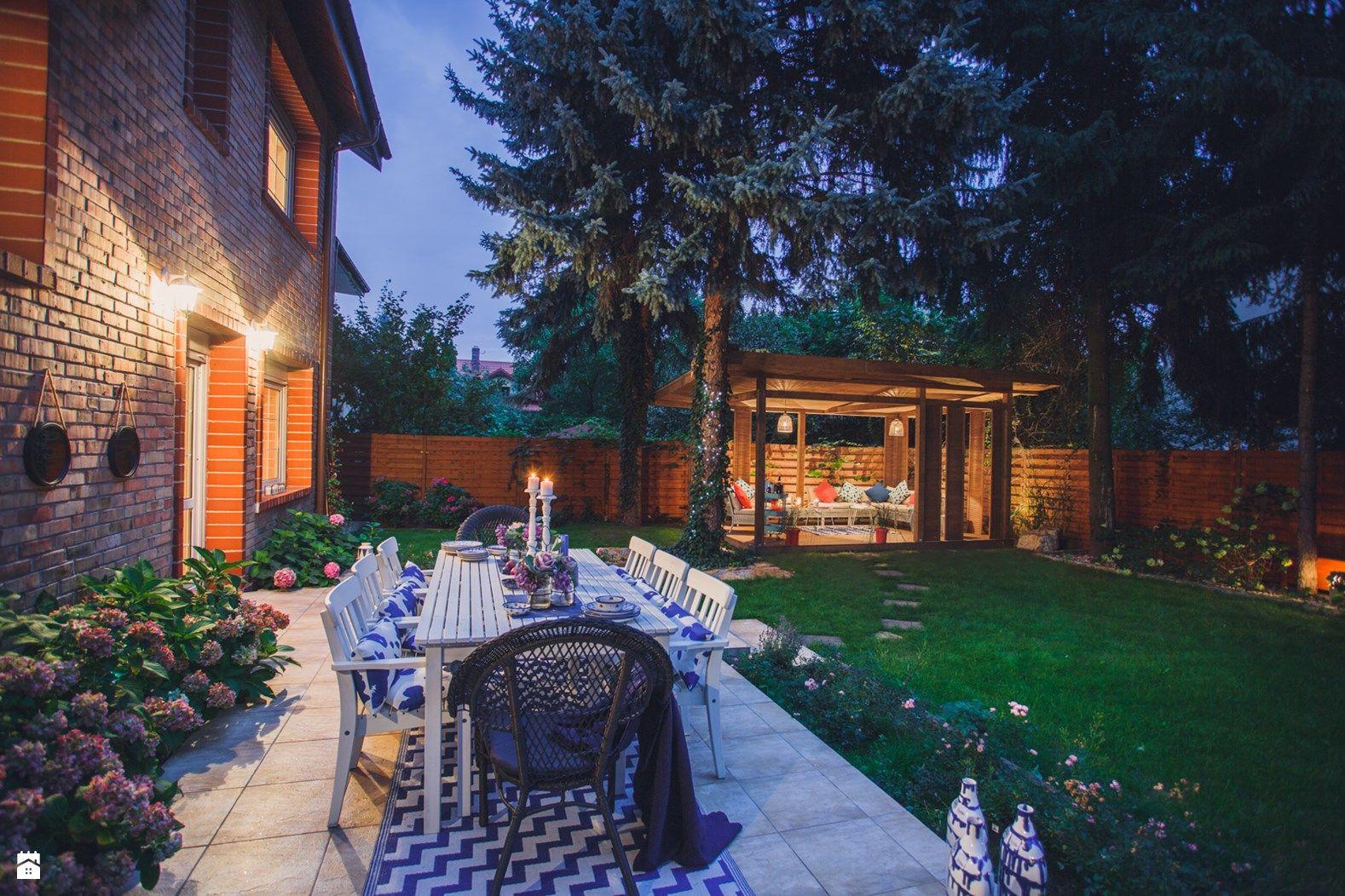 Photo of Altana Ogrodowa – Duży taras z tyłu domu, styl prowansalski – zdjęcie od VAVASIS