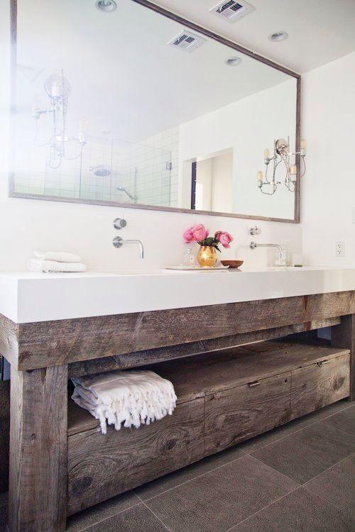 Vigas De Madera Y Blanco Doble Pila Bathroom Vanity Remodel
