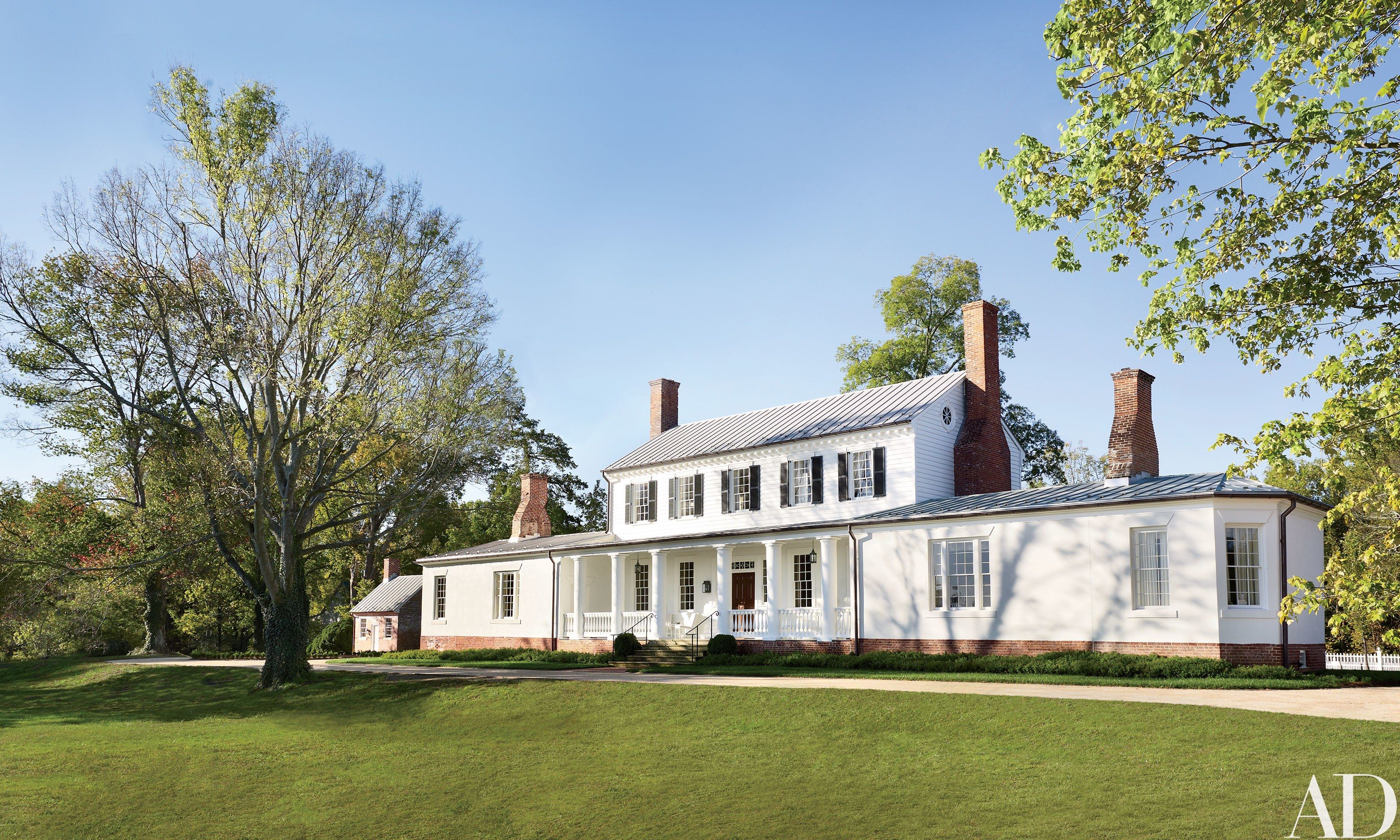 Amelia Handegan Restores The 18th Century Rose Hill Estate In Virginia With Images White Exterior Paint Rose Hill White Exterior Houses