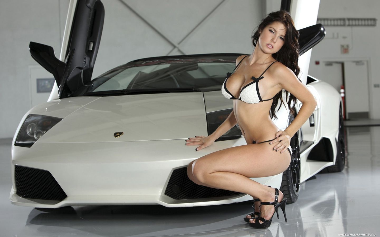Naked girls and lamborghinis — pic 4
