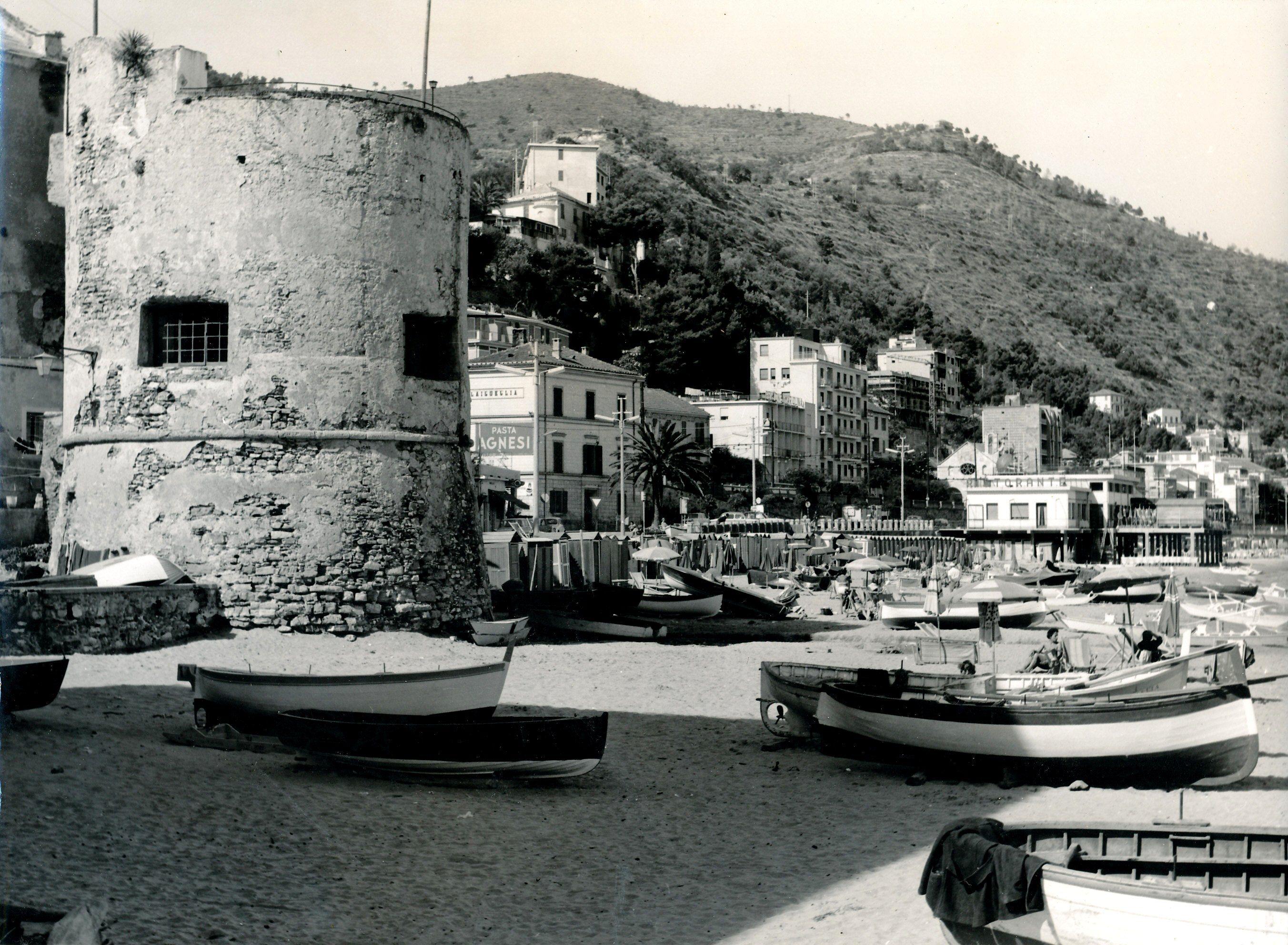 Laigueglia: il bastione. (1940-1960) #Laigueglia #Riviera ...